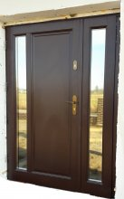brązowe drzwi zewnętrzne kamadoor